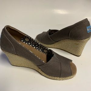 Women toms wedge size 6